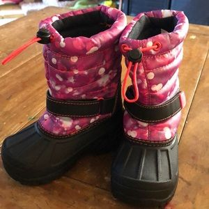 Girls snow boots:) never worn!
